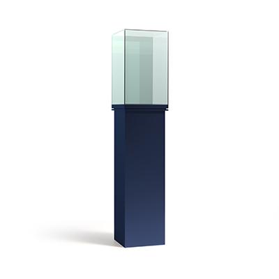 Вертикальная квадратная витрина на постаменте