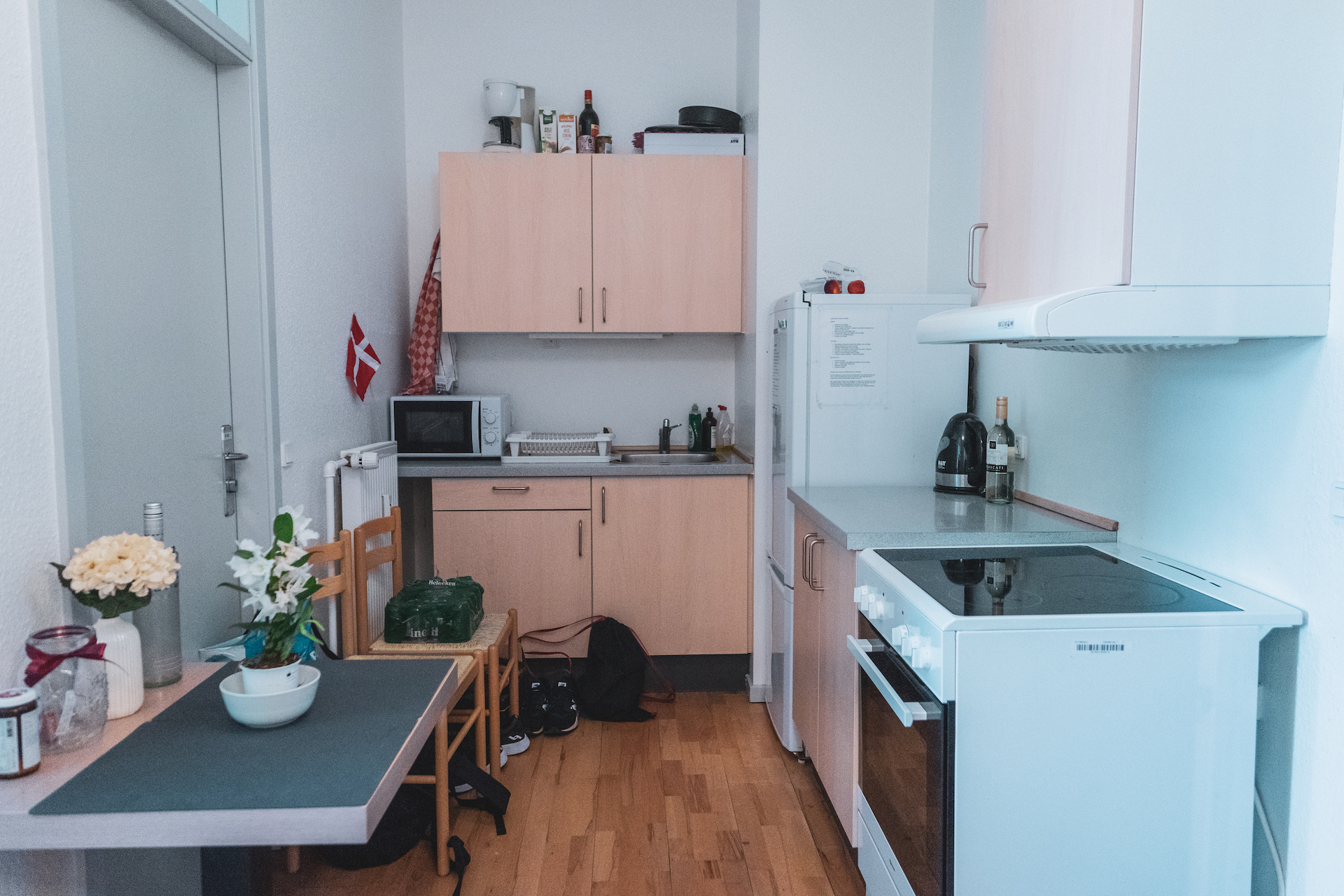 Example of a kitchen in a student apartment.