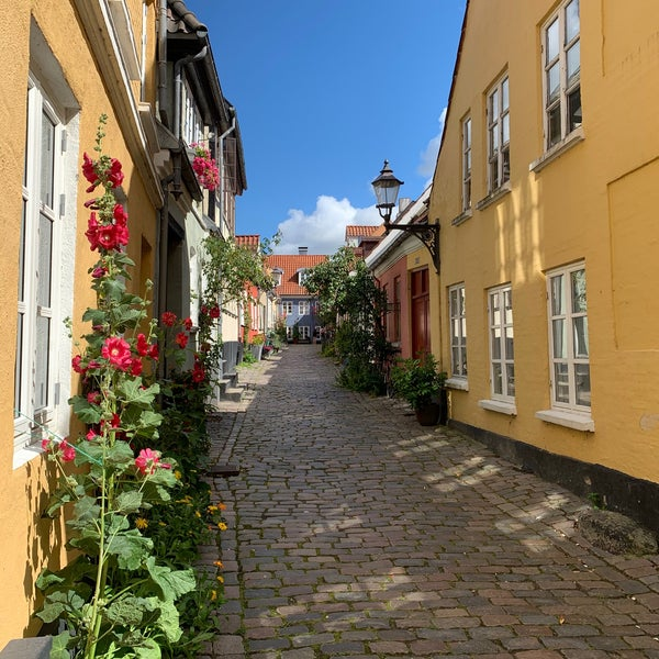 Street with cobblestone, surrounded by colorful houses