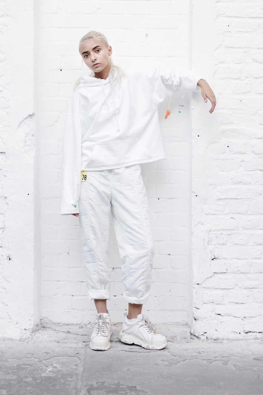 24/H WACH hoodie white