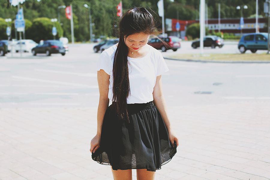 Girl wearing a black skirt and red lipstick