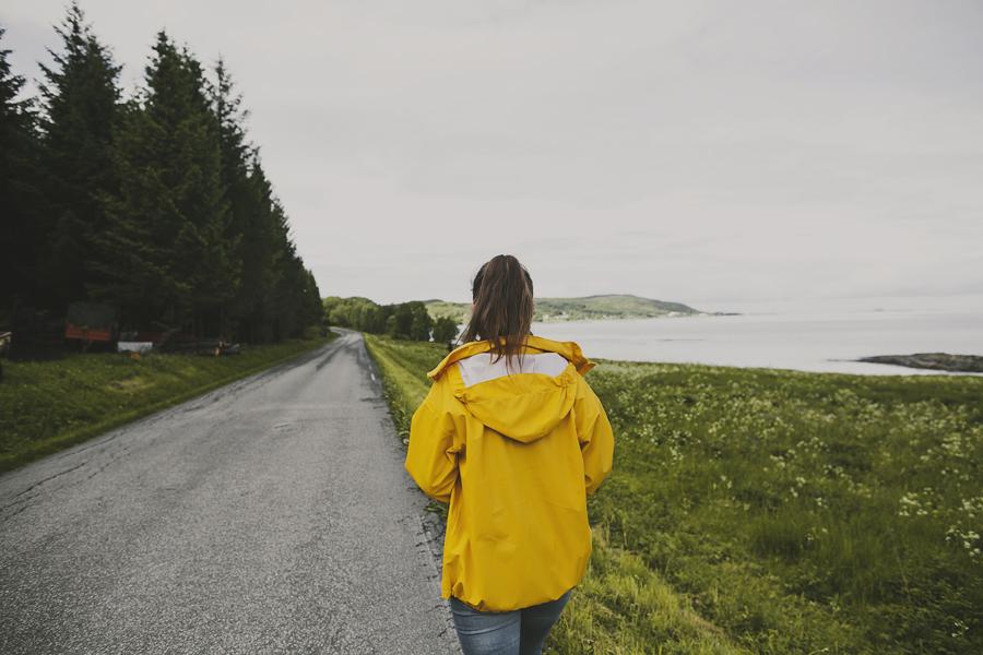 Girl in yellow jacket in Steigen