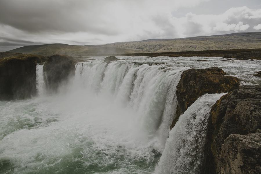 Goðafoss thumbling down