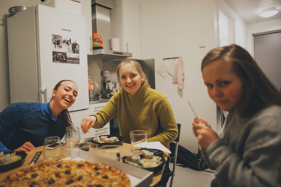Girls ready to eat pizza