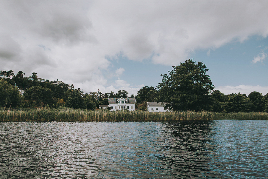 White house by the ocean