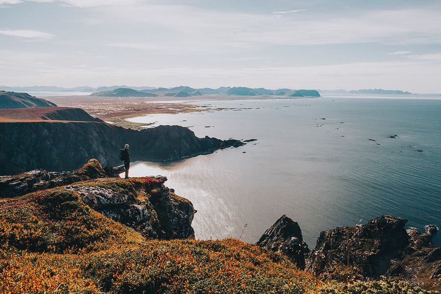Man enjoying the view from Måtinden