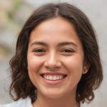 Carla Diaz headshot