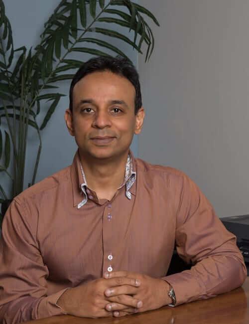 Dr. Vikram Tarugu headshot