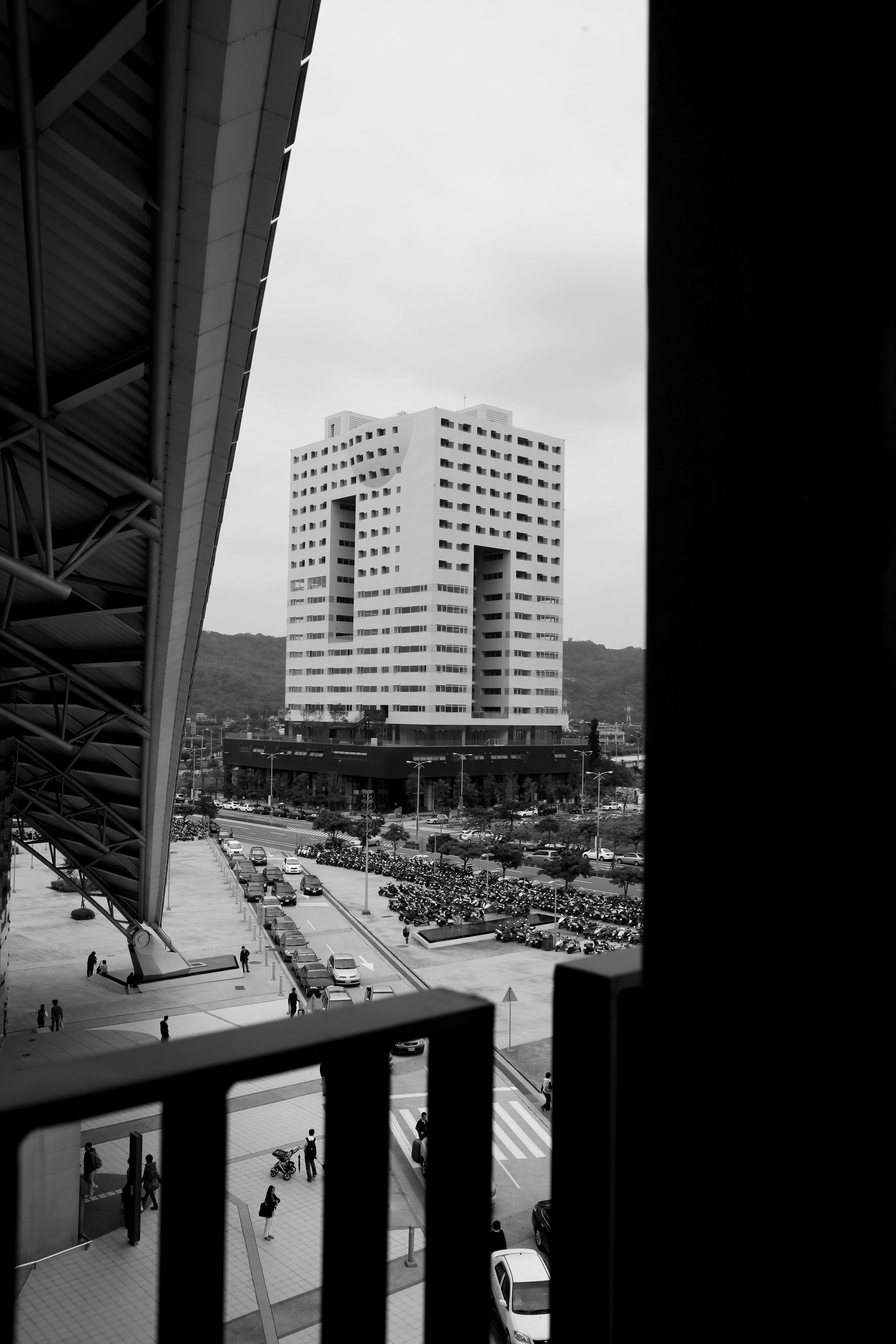 於新竹高鐵站眺望惠友遠見大樓