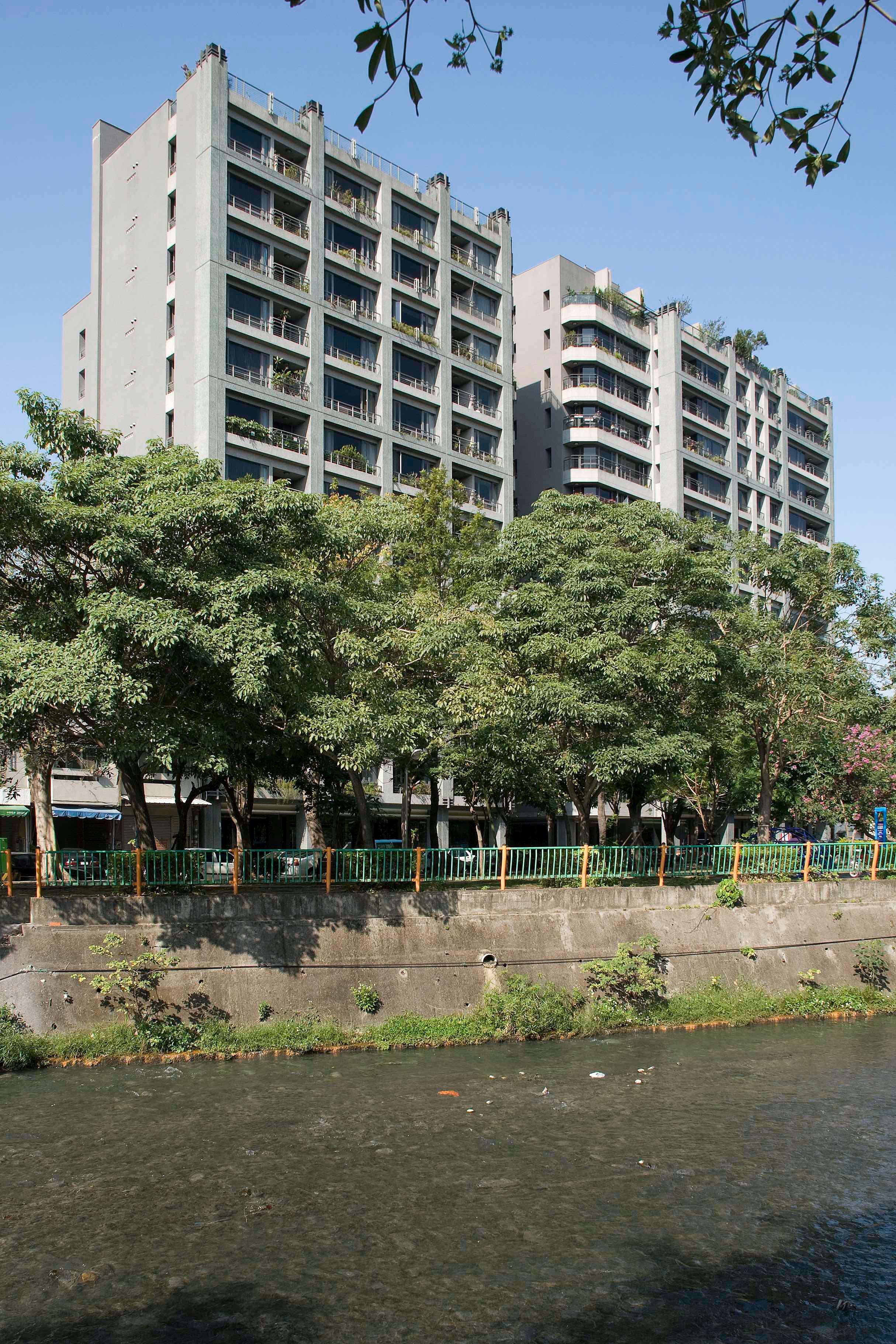 台中興大奇美外觀座落於興大綠園道