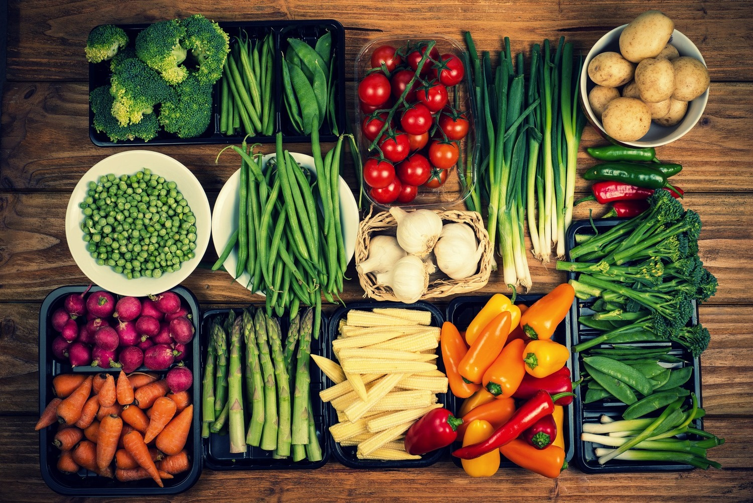 Image of healthy vegetables on a foodboard