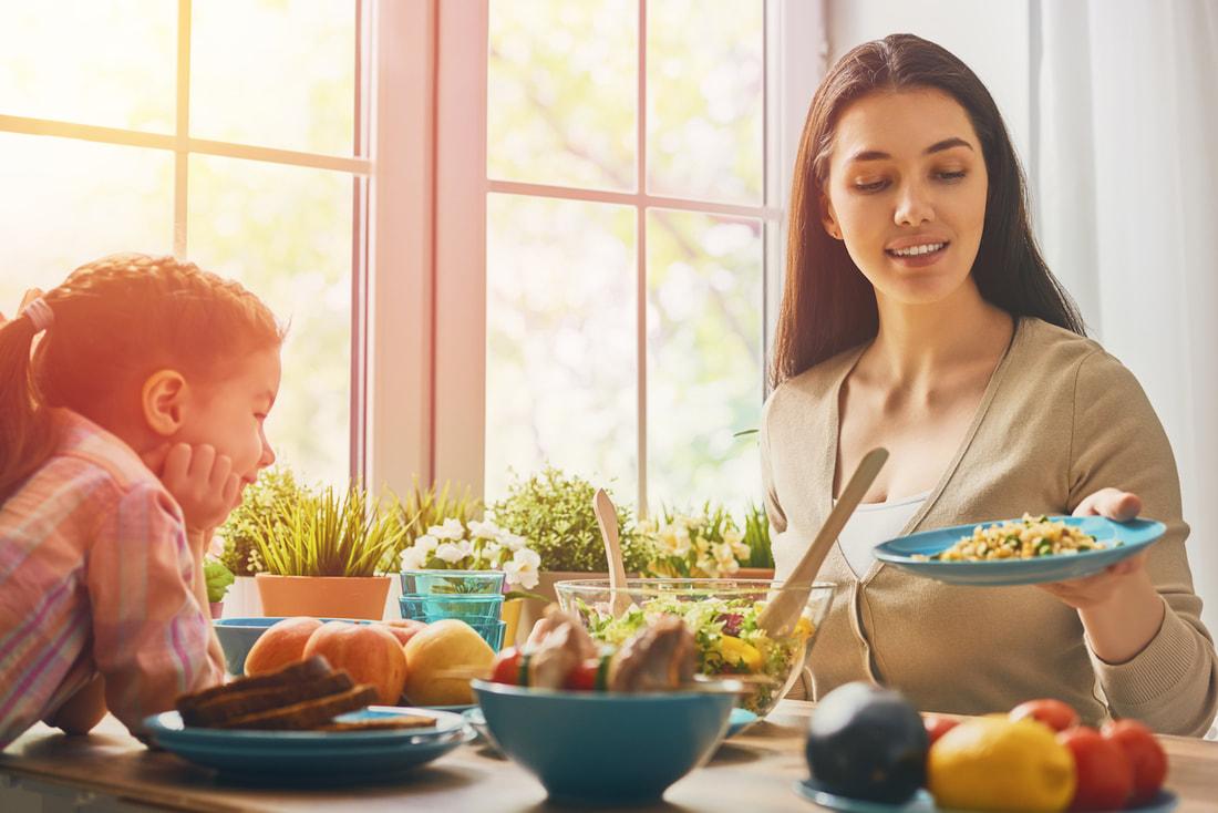 Cha mẹ nên cho trẻ cùng vào bếp nấu ăn