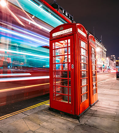 Red english telephone box