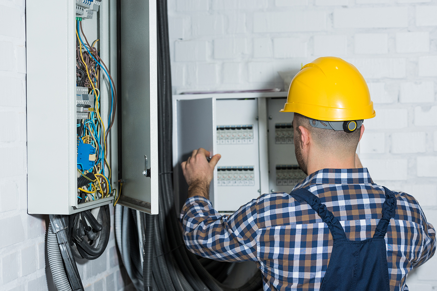 What is Electrical Contractor Software? | MarketBox