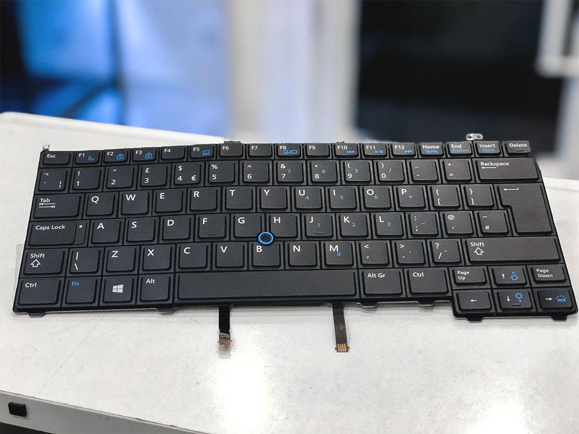 billentyűzet csere, laptop billentyűzet, billentyűzet javítás, beragadó gomb, rossz billentyűzet