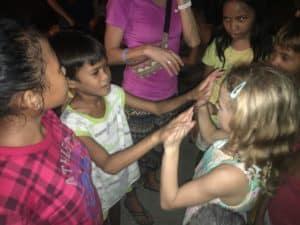 Spielen mit den Straßenkindern von Cebu City