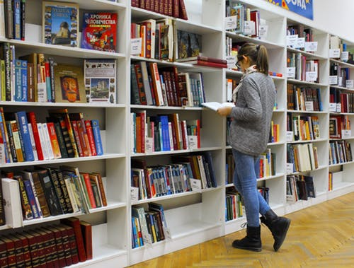 A recent grad browses the selection of reading material at a book store