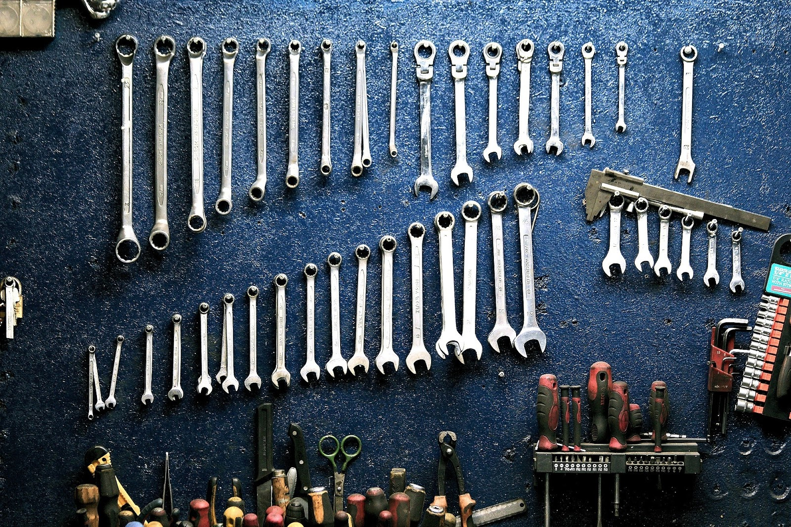 Wall of hanging tools