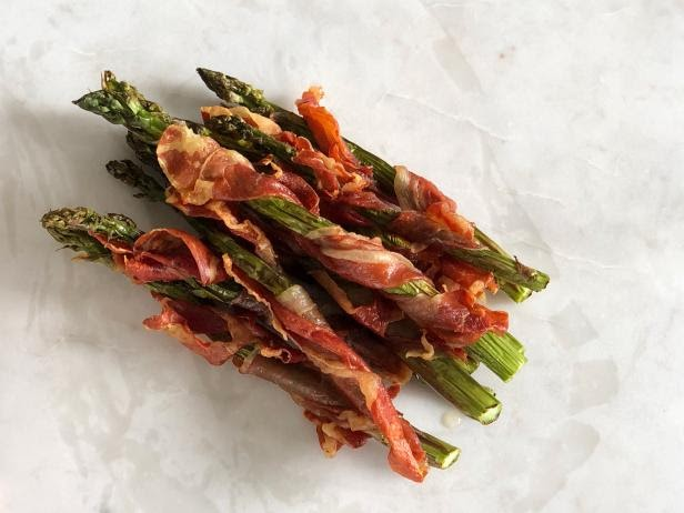 air fryer asparagus wrapped in prosciutto