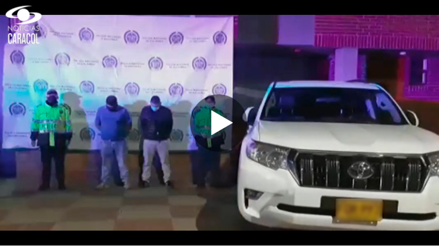 Policia ladrones camioneta