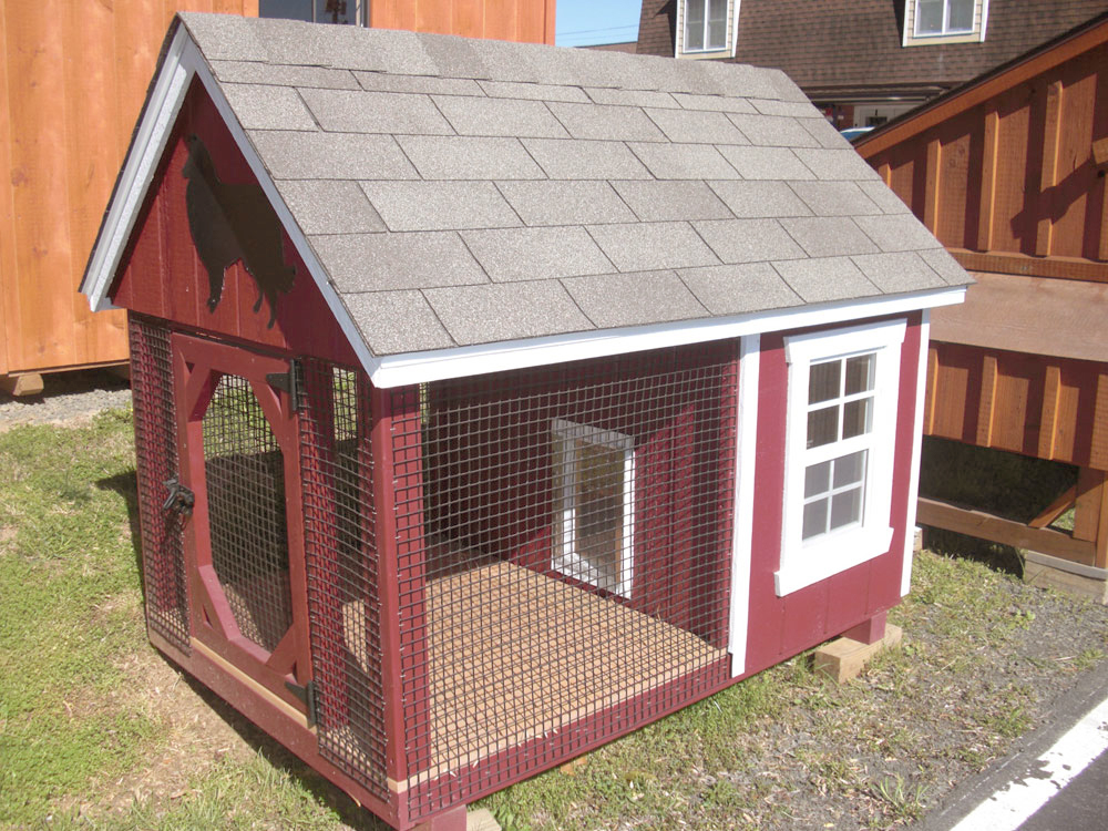 Red Dog Kennel with wire and roof