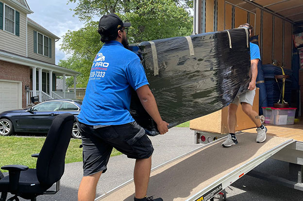 How Much to Tip the Movers: Tipping Questions Answered