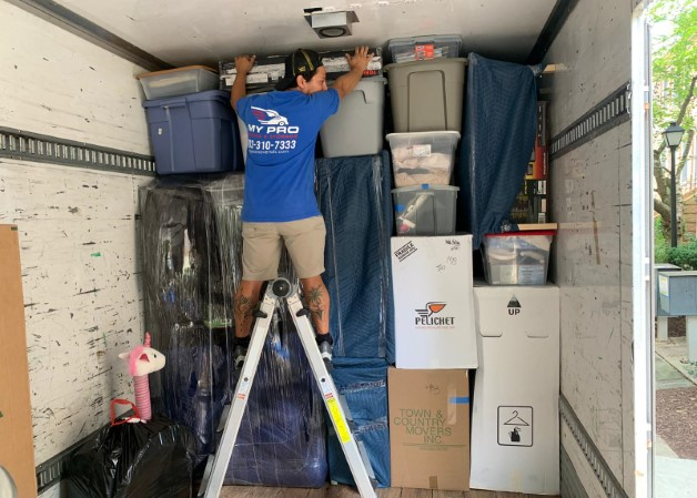 12 Tips For Hiring Movers (+ Ask these 10 Questions to your Moving Company candidates)