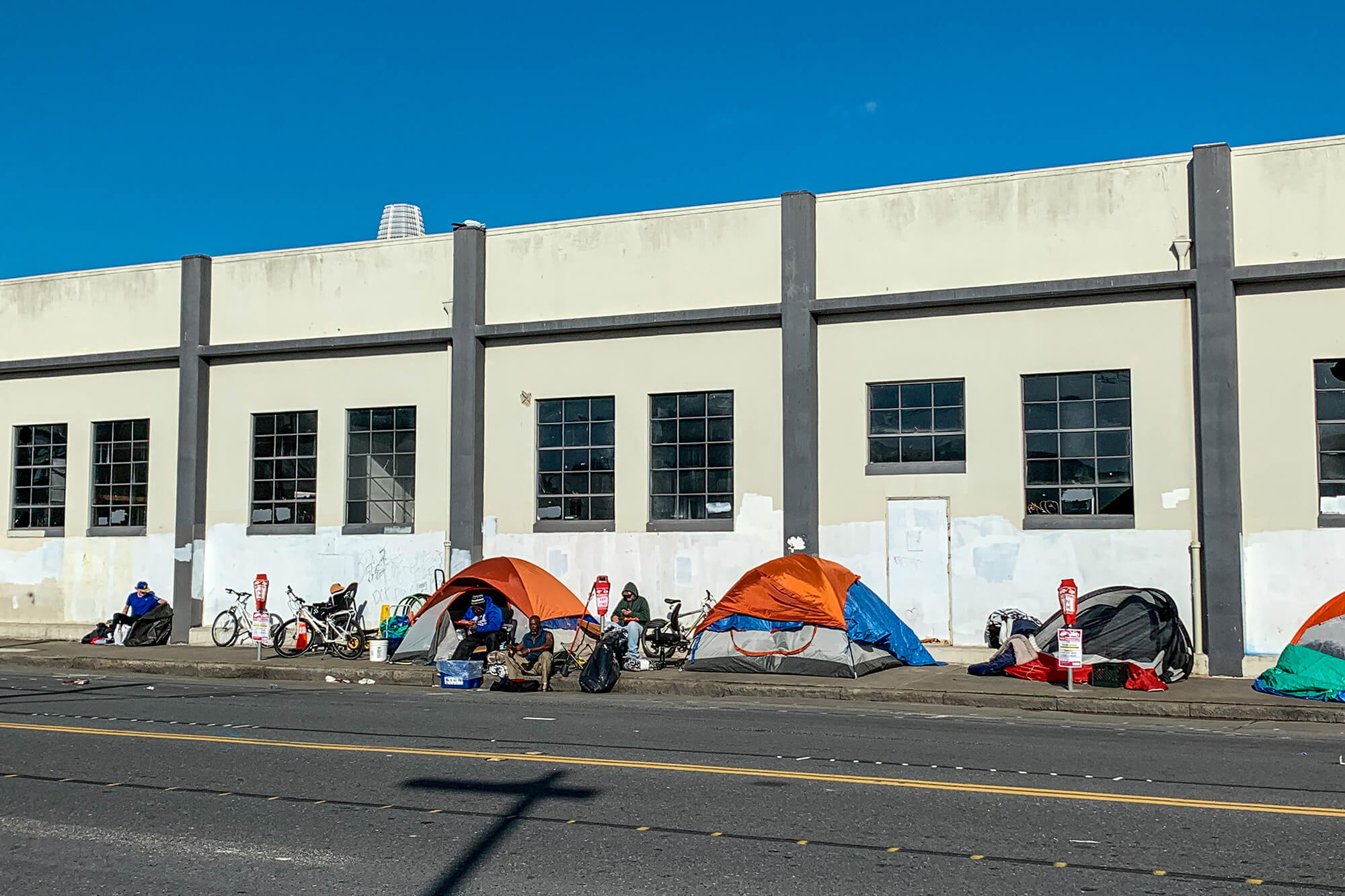 San Francisco tents on sidewalk at 5th and Brannan