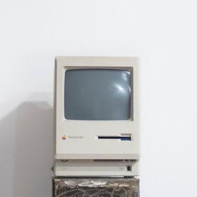 old macintosh computer