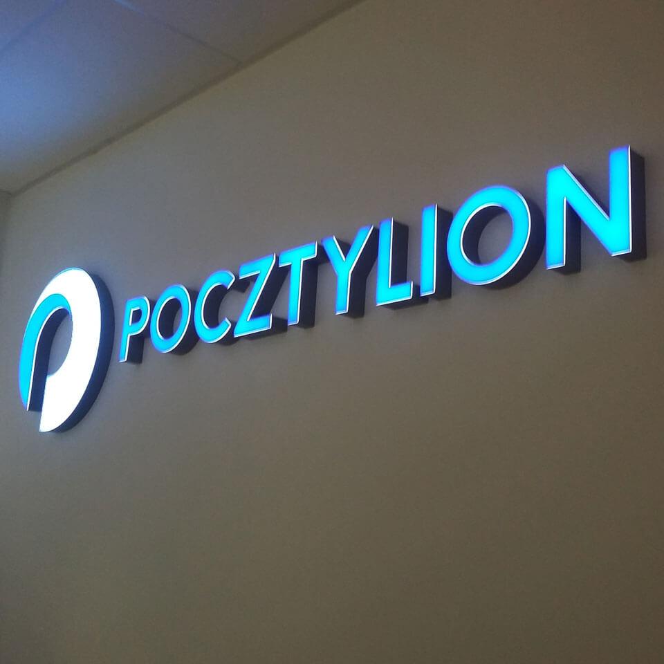 Litery przestrzenne na ścianie recepcji Firmy Pocztylion
