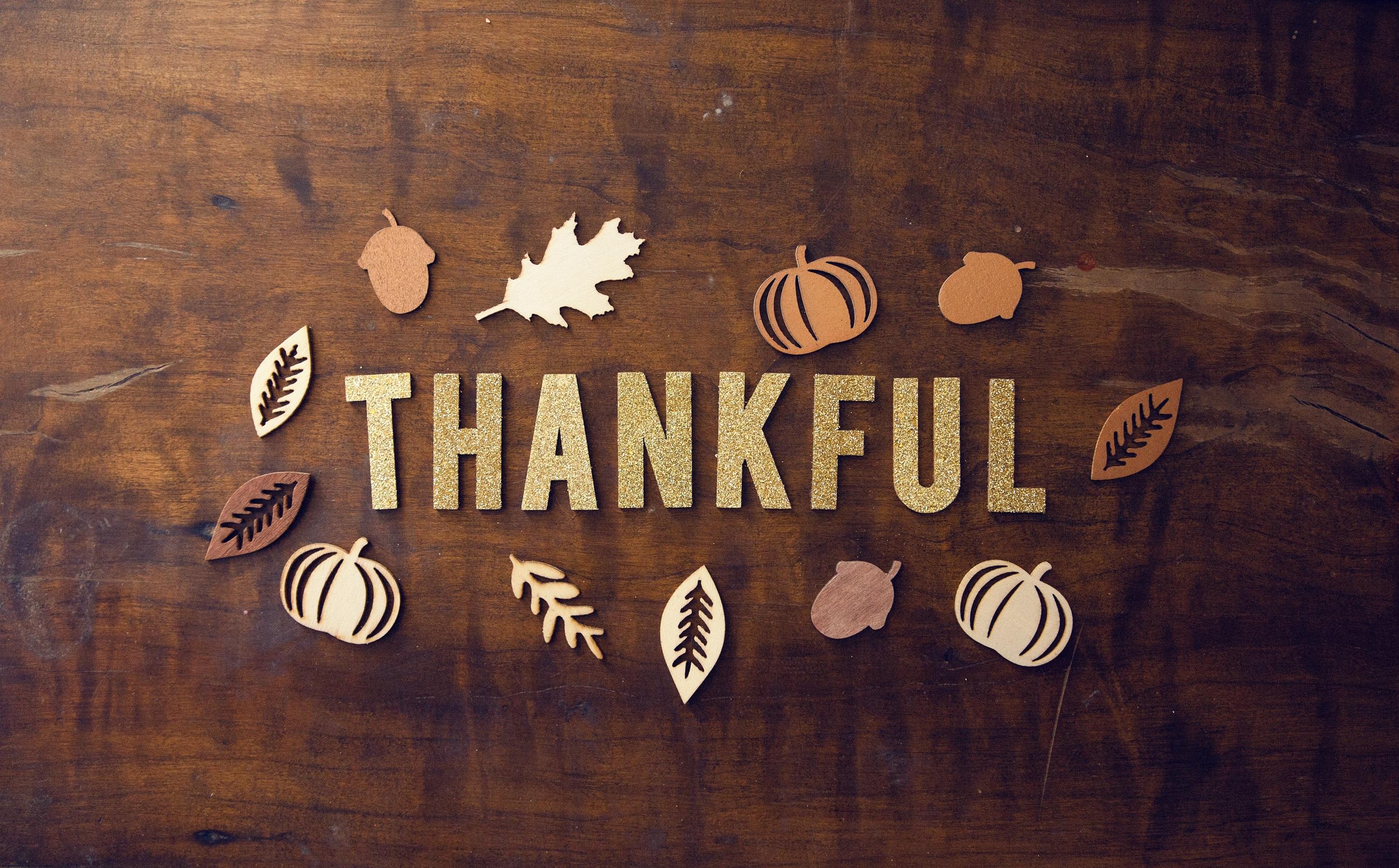 Fall decor saying thankful