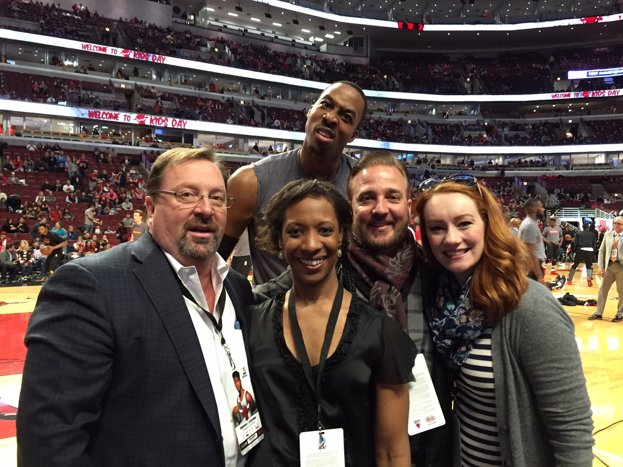 Dwight Howard Photobombs Friends