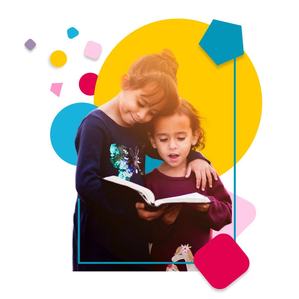 Principes de la pédagogie Montessori - 2 enfants lisent