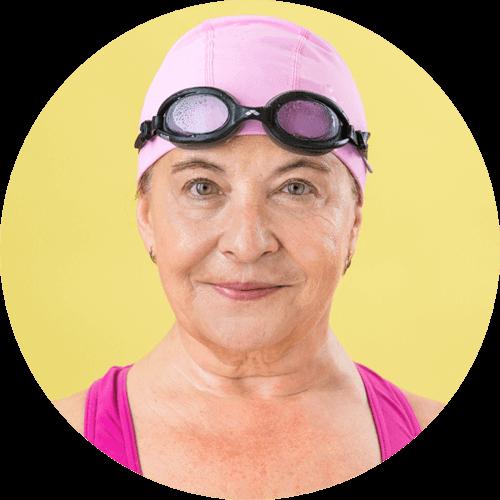 Žena s plaveckými brýlemi