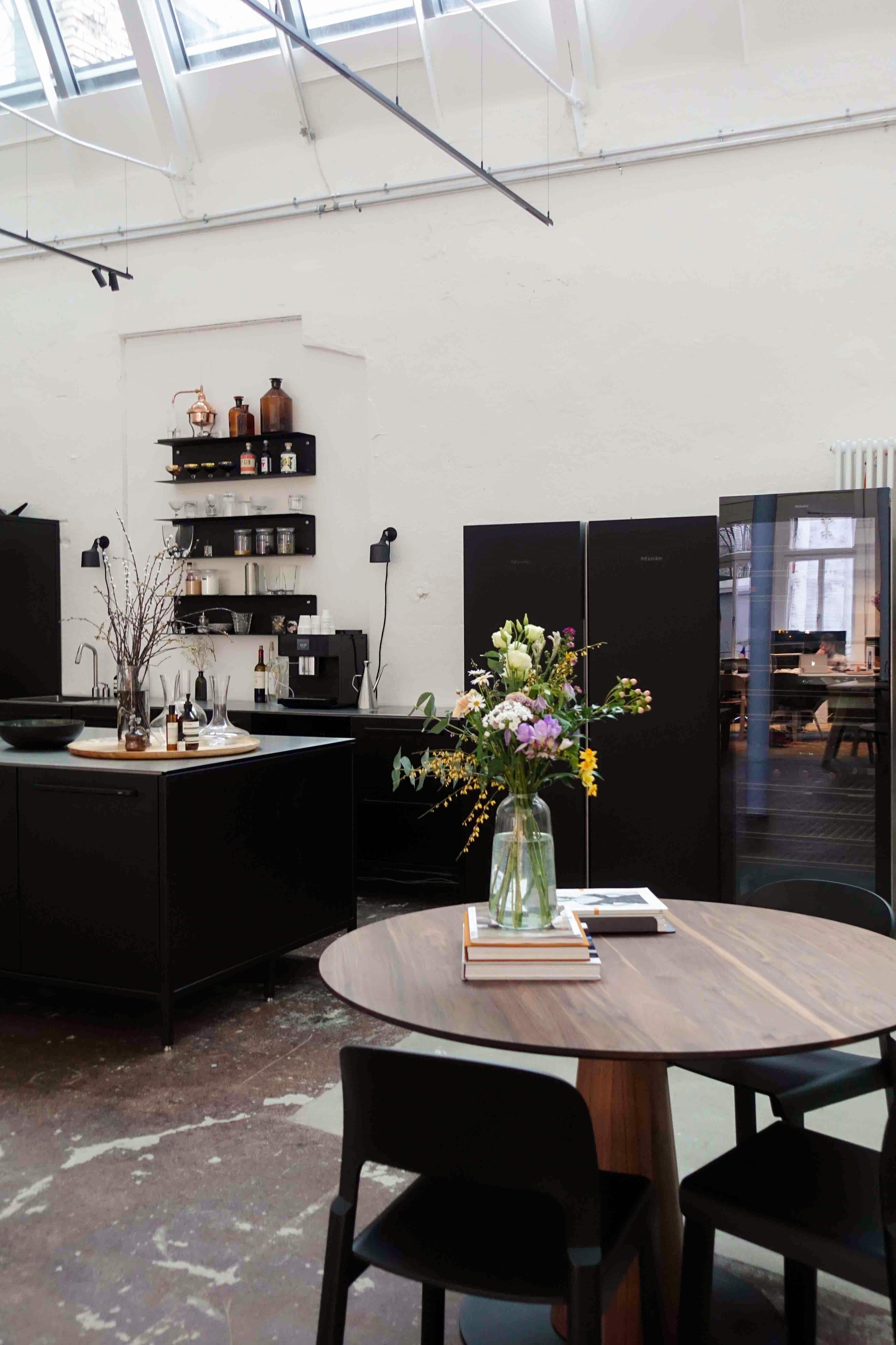 Miele freistehende Kühlschränke und Weinkühler in Coworking Office in Zürich