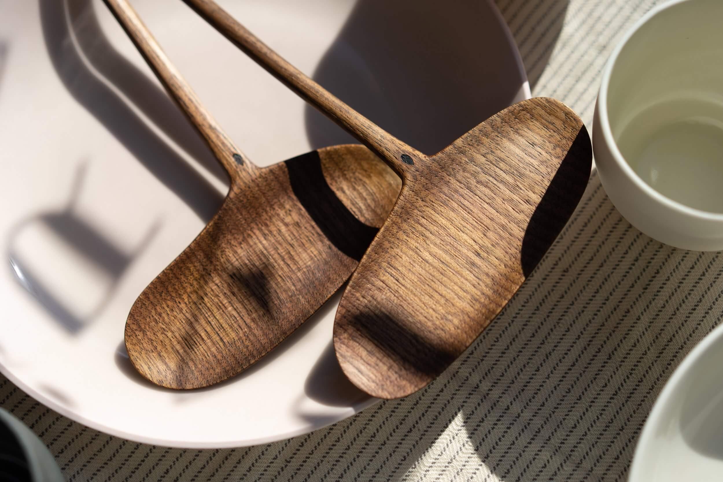Cuillères en bois de noyer créée par Guy Lemyre