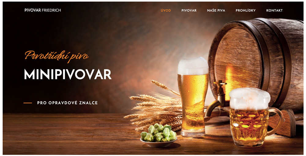 Elegantní šablona od Webnode pro minipivovary. Na úvodní fotce je pivo a suroviny, ze kterých se vyrábí. Dominuje žlutá a oranžová barva.