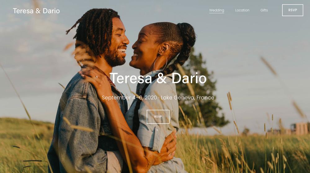 Stylová svatební šablona od Squarespace, která oznamuje svatbu Teresy a Daria.