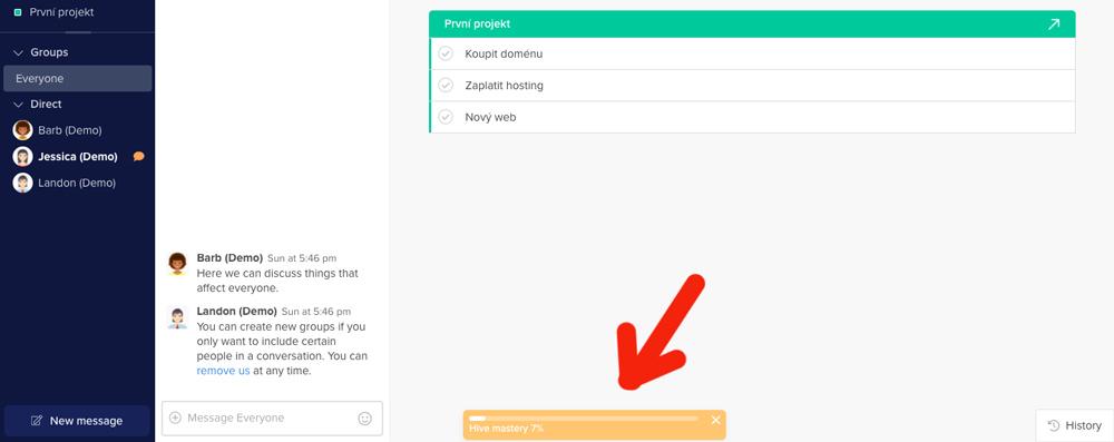 Tutoriál u služby Hive můžete vyvolat kliknutím na malé žluté pole v dashboardu.