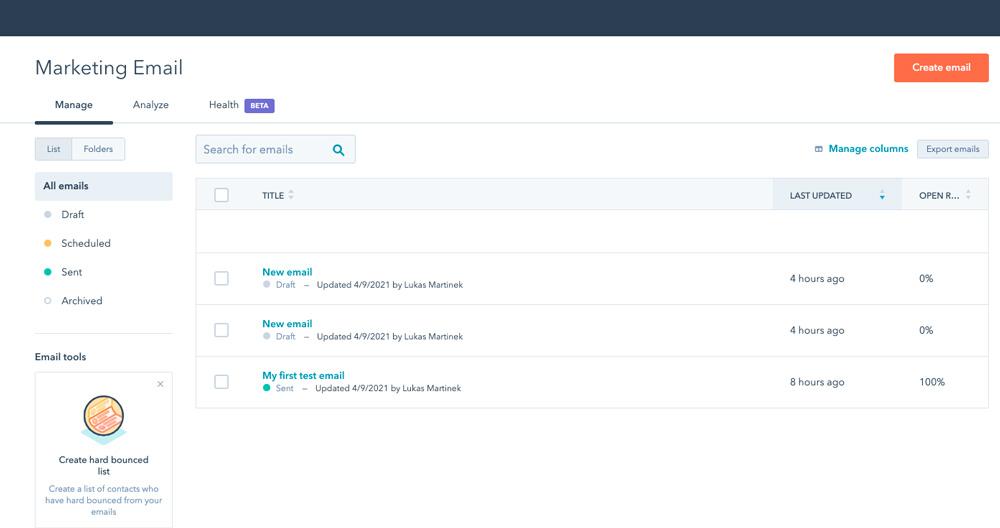 Dashboard nástroje HubSpot. Na obrazovce je funkce pro vytváření a posílání emailů a newsletterů.