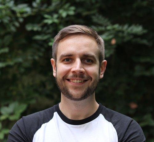 Spolumajitel služby AffilBox Jaroslav Janíček s úsměvem pózuje na fotografii.