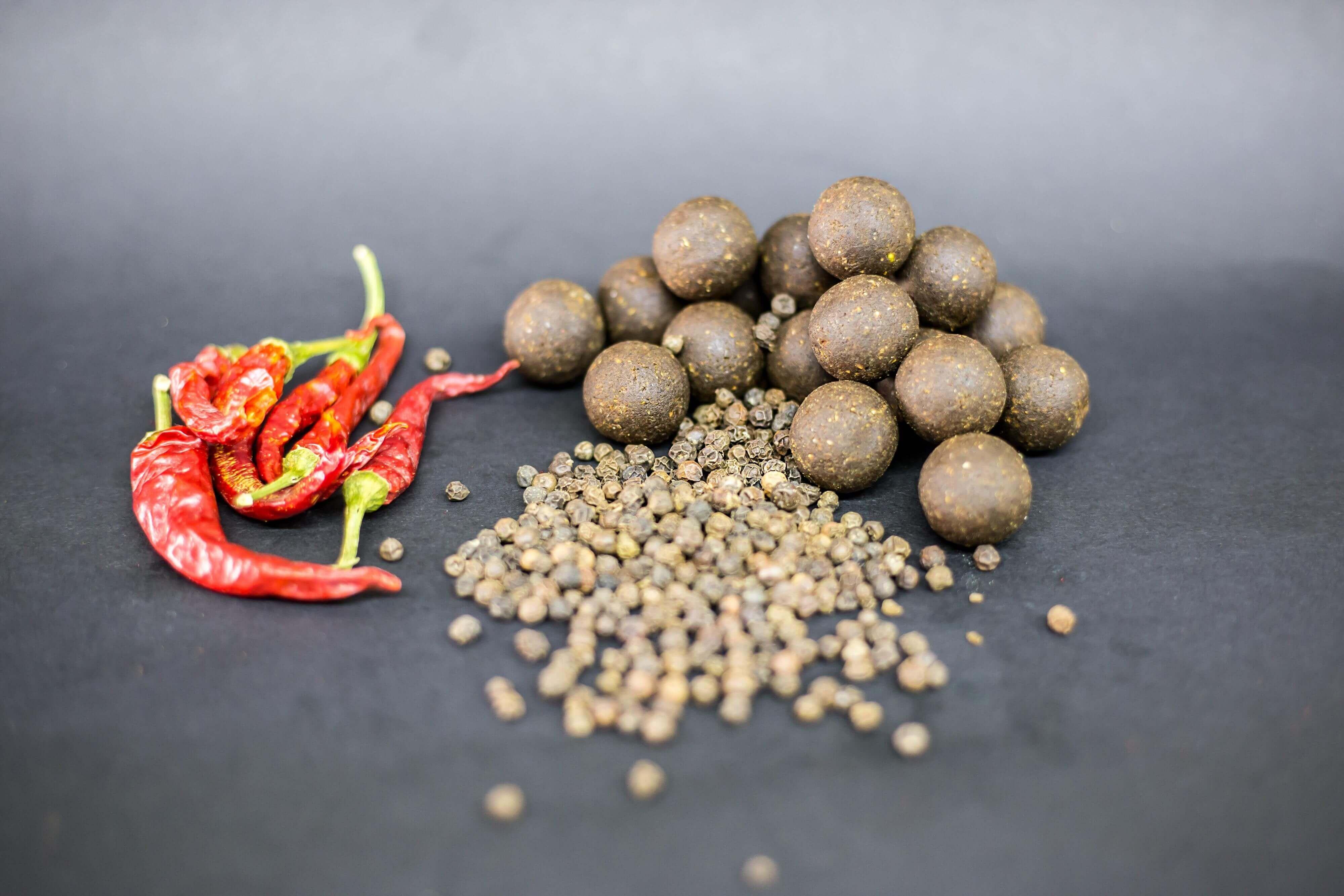 Karpfenköder-Chili-Pfeffer-Der-beste-Boilie