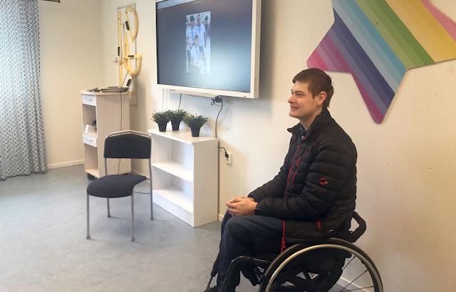 Pontus Andersson inspirerar eleverna på Thoren Framtid
