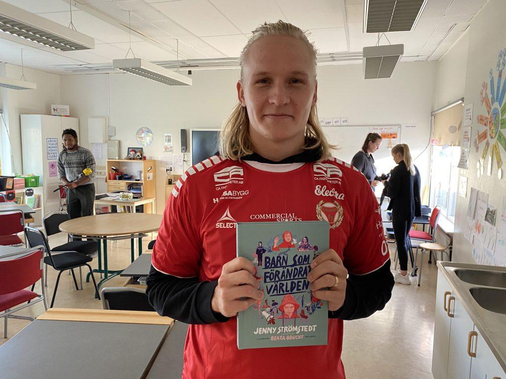 A-lagsspelare i Kalmar FF har högläsning på Thoren Framtid – ska främja språkutveckling