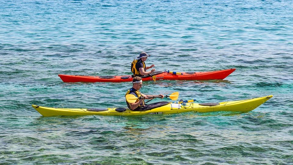 En Kayak, pagayez gonflé pour prévenir les blessures