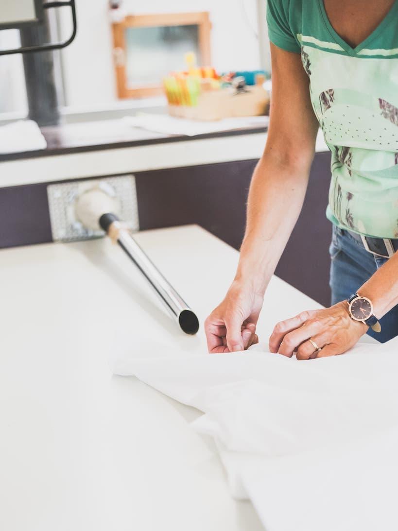 in Handarbeit: Herstellung einer Daunendecke