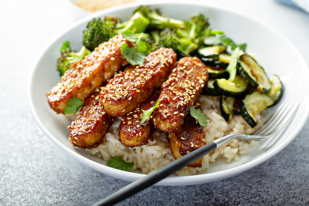 Sticky chilli fingers with rice and veg