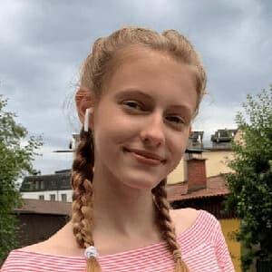 Online Nachhilfeschülerin Stella