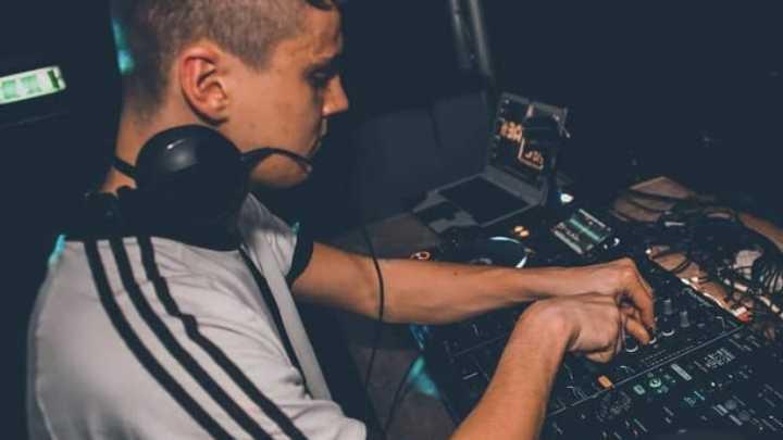 DJ studying