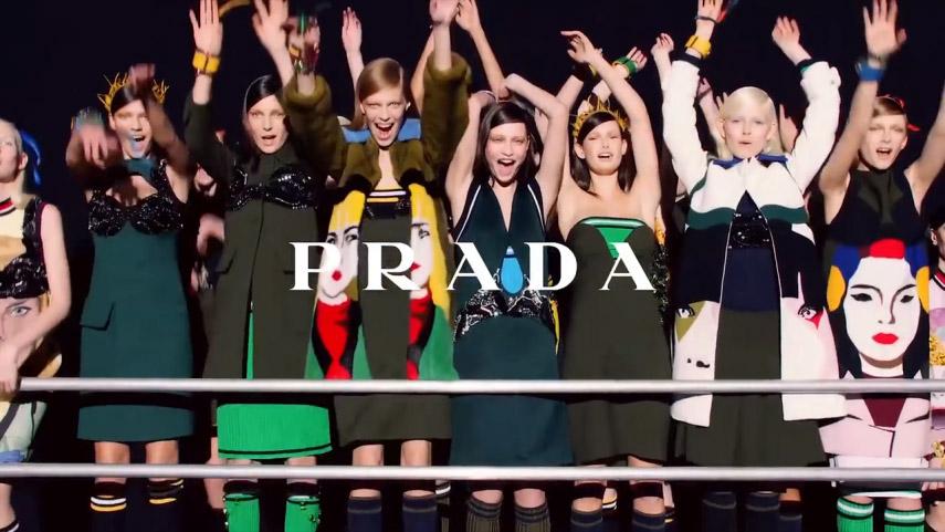 Prada, vidéo en motion design présentant la cérémonie de vente dans les magasins.